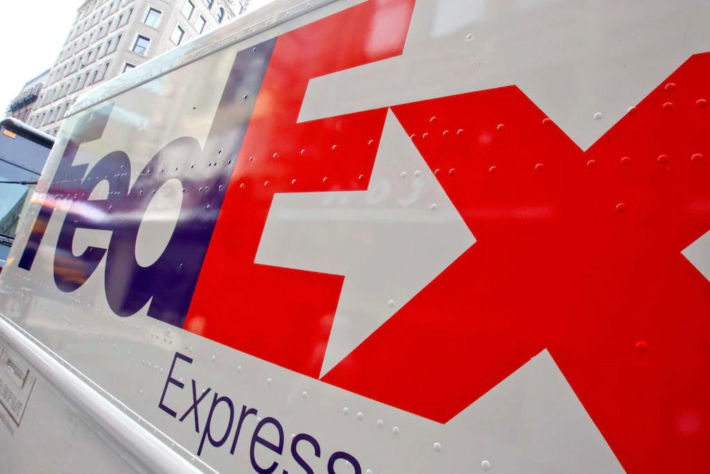 fedex desenhos escondidos em logotipos famosos designe